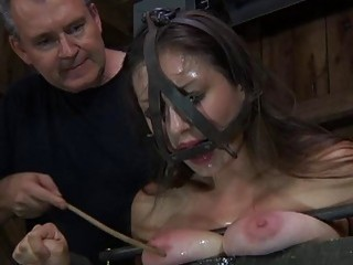 Nude And Gagged Honey Receives Cunt Pleasuring