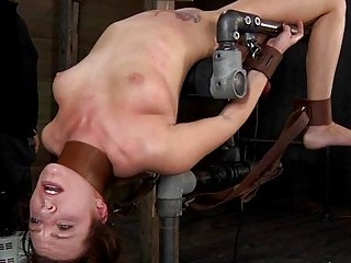 Tied Up Serf Receives Lusty Pleasuring Her Twat