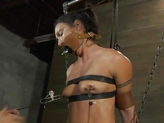 Nude And Gagged Babe Receives Wild Cunt Gratifying
