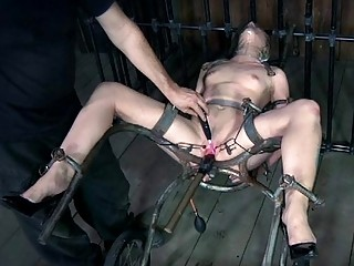 Nude And Gagged Playgirl Acquires Cunt Pleasuring