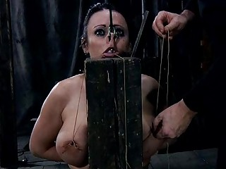 Naked And Gagged Babe Acquires Cunt Pleasuring
